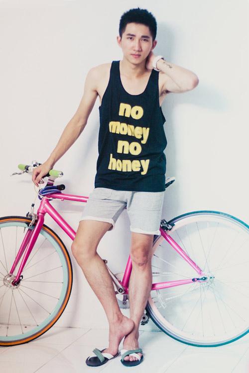 Bạn nam trẻ đẹp với áo thun gía rẻ - 4