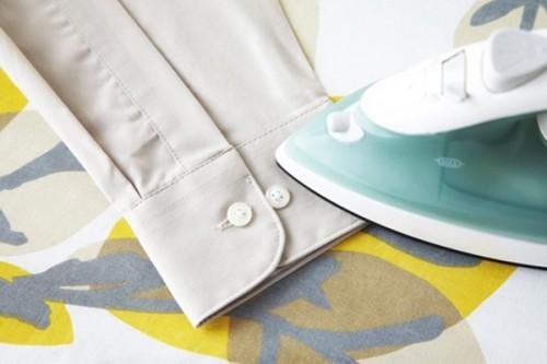 Mẹo ủi quần áo nhanh cho người bận rộn - 4