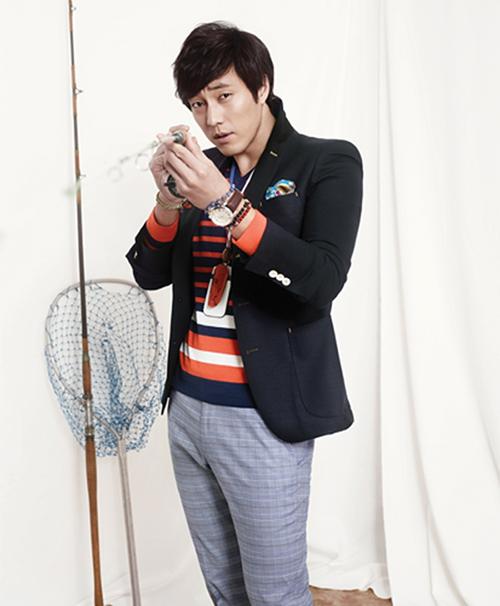 Mách chàng cách phối áo vest với thun sành điệu - 4