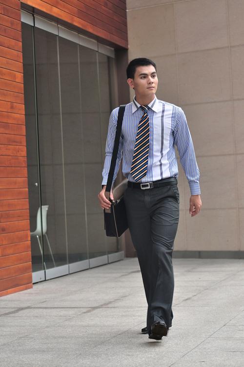 Các mẫu quần giúp tôn dáng chàng công sở - 4