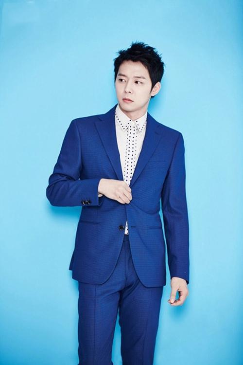 Phái mạnh sang trọng và đẳng cấp với áo vest tông màu xanh - 1