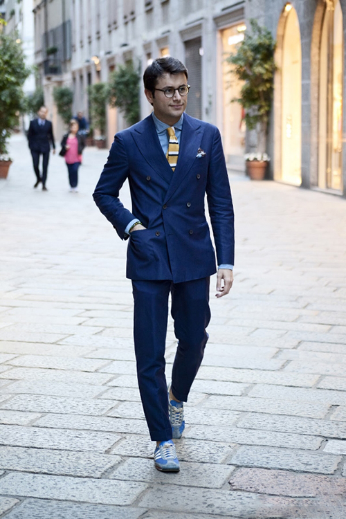 Gợi ý cách phối áo vest cùng kính râm và giày thể thao - 8