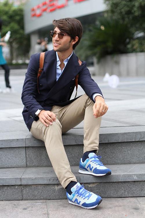 Gợi ý cách phối áo vest cùng kính râm và giày thể thao - 3
