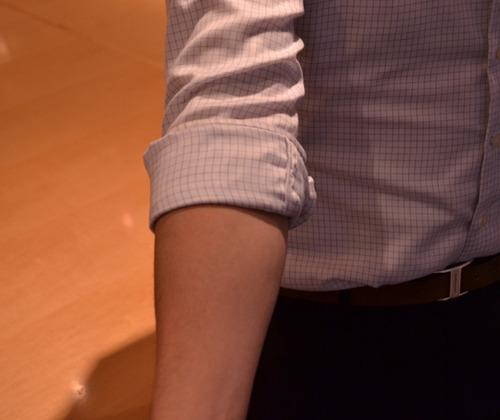 Cách xắn tay áo sơ mi đẹp cho nam - 5