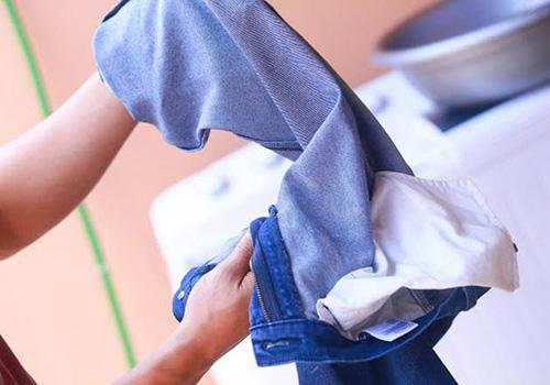 Mẹo giữ quần áo không ra màu bằng nguyên liệu thiên nhiên - 1