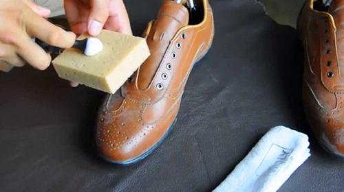 Xử lý nhanh nấm mốc trên giày da - 2