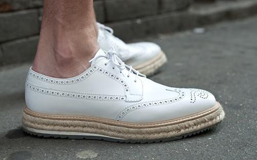 Mách nhỏ cách làm sạch những đôi giày trắng - 2