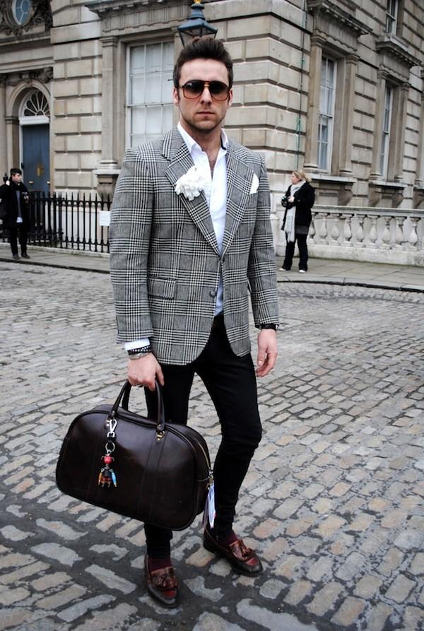Bí quyết phối đồ với 6 kiểu túi quen thuộc cho nam giới - 15