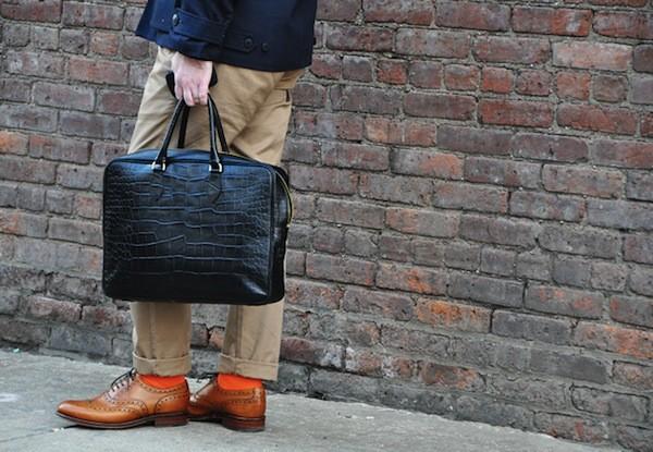 Bí quyết phối đồ với 6 kiểu túi quen thuộc cho nam giới - 16