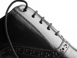 Cách phối giày cao với quần jean