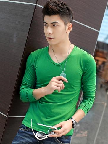 Áo thun tay dài trơn cổ tim xanh lá cây AT493