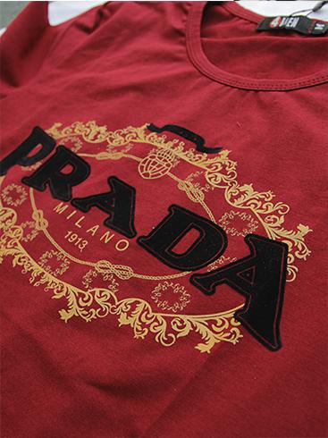 Áo thun cổ tròn đỏ đô prada at540 - 2