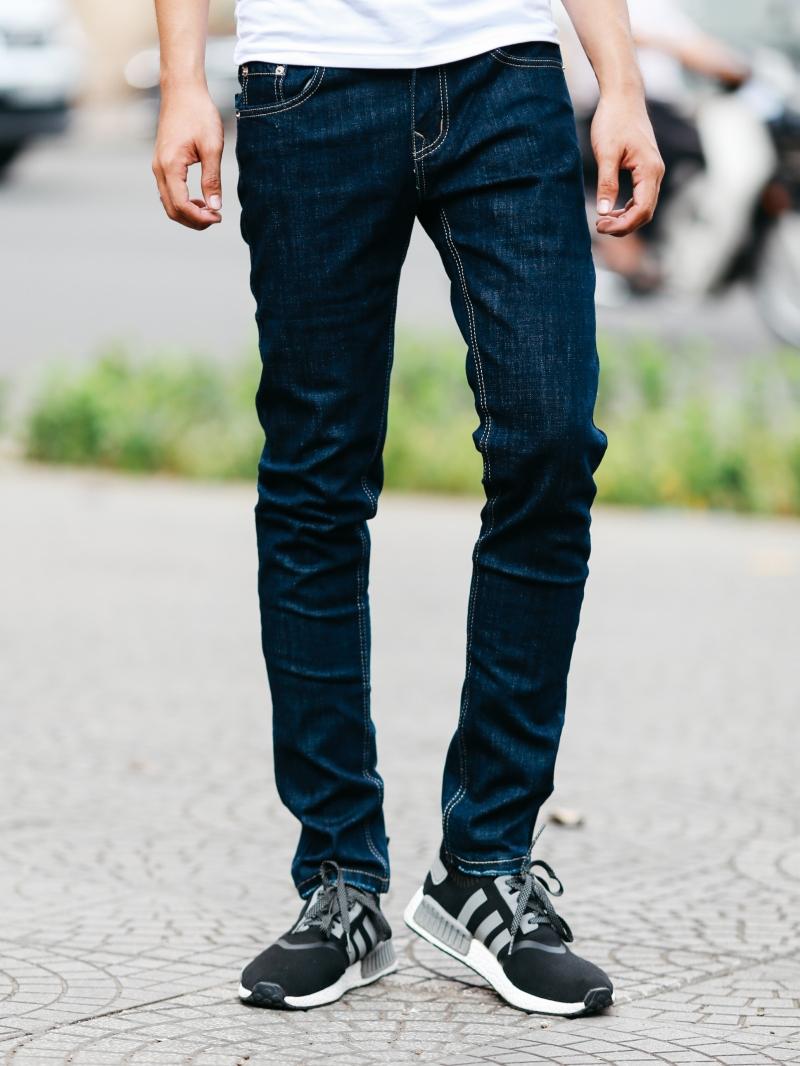 Mẹo giặt quần jean nam không phai màu với máy giặt