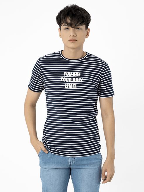 Áo Thun Sọc Ngang Ngực In Chữ AT001 Màu Xanh Đen