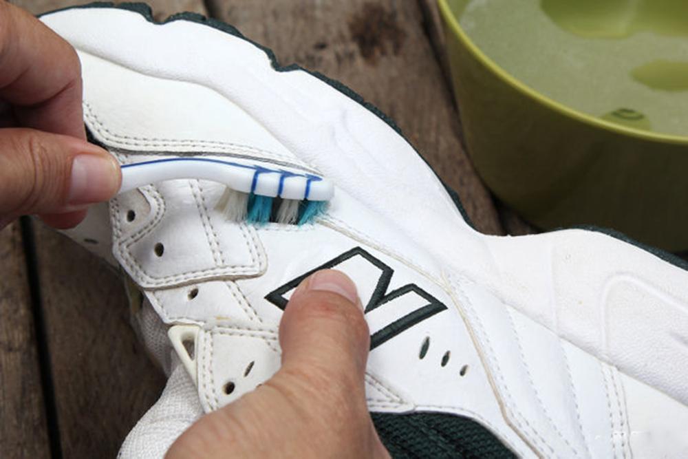 Mách Nhỏ Cách Làm Sạch Những Đôi Giày Trắng